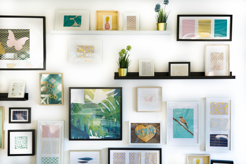 Comment disposer des tableaux pour une déco design - Idée Cadeau Photo
